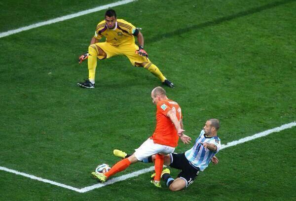 MASCHERANO. Esta salvada ante Robben, en el minuto 90, es una síntesis perfecta de lo que Javier le aportó a este equipo.