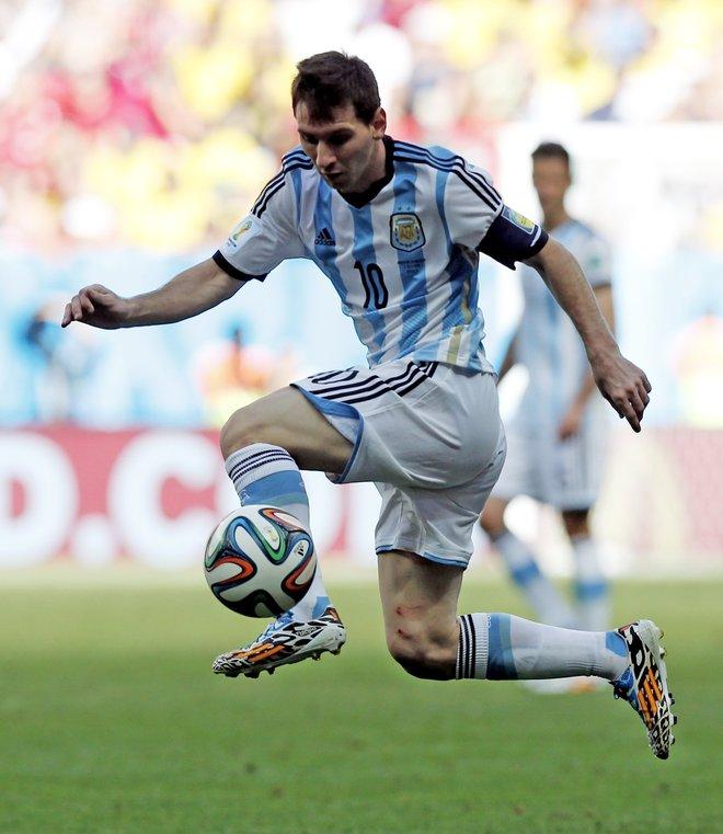 CRACK. Toda la estética y la capacidad de Messi en una sola imagen. Lío es el que resuelve en un contexto más equilibrado, mejor repartido.