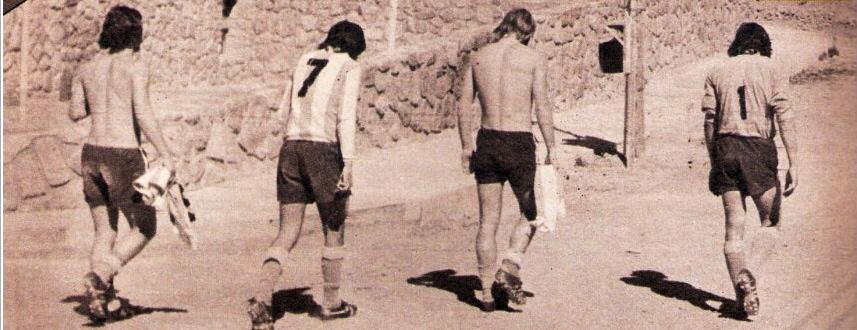 AGOTADOS. La altura y el calor de Palpalá y Tilcara hacían mella en el físico de los jugadores. Aquí van, exhaustos, de izq. a der. Tagliani, Rocha (7), Troncoso y Fillol (1).