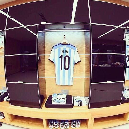 VACANTE. Según informó el Barcelona, Lío Messi terminó el partido contra Villarreal con sobrecarga muscular y no estará  en el Partido por La Paz ni el miércoles ante Alemania.