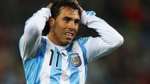 ¿ESTARÁ? Todos suponen que el gran choque del 18 de noviembre será el marco adecuado para el regreso de Carlos Tévez a la Selección Argentina. Martino ya le abrió la puerta. Carlitos tiene recuerdos imborrables en Old Trafford.