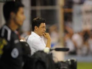 GALLARDO. Como ya ocurrió, tuvo una idea, la puso en práctica y le dio resultado inmediato. El ingreso de Simeone por Teo Gutiérrez fue una ruptura con la forma habitual de atacar y le salió bien: el hijo del Cholo fue vital en el segundo gol.
