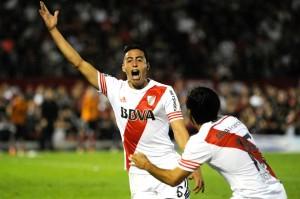 GRITO REPETIDO. Al igual que contra Boca, Funes  Mori jugó en el lugar de Vangioni y volvió a convertir de cabeza.