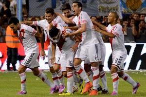 SIGUE LA FIESTA. Rojas ya metió el segundo gol. La alegría - desahogo se ve en las caras de Funes Mori, Mora y Sánchez.