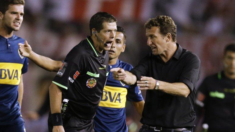 VASCO. El técnico de Boca pide la expulsión de Ponzio, después de que volteó a Carrizo estando amonestado. El arbitraje tuvo más aciertos que errores, pero quedaron cuestiones para discutir.