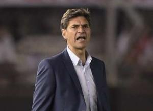 PELEGRINO. Tal vez su error más grave haya sido el momento que eligió para sacar a Aguirregaray y poner a Goñi. Pero acertó con el planteo y logró que su equipo jugara mejor que River la mayor parte del tiempo.