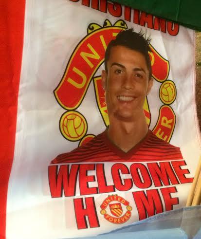 ÍDOLO. Así recibieron a Cristiano Ronaldo en Old Trafford. Dejó un recuerdo imborrable y en esta ciudad se especula con su regreso.
