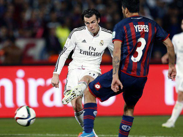EL SEGUNDO. La pelota ya partió de la zurda de Bale, Yepes llega tarde al cruce. El remate no fue bueno, pero un serio error de Torrico hizo que terminara en la red. Real Madrid 2, San Lorenzo. Acá se acabó el partido y cualquier atisbo de hazaña azulgrana.