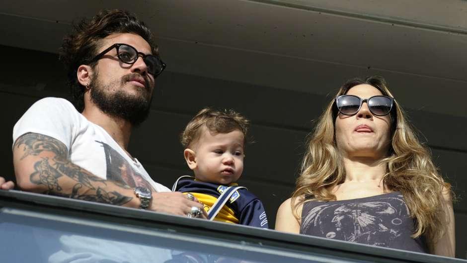 """OSVALDO. El ex Inter estuvo en el palco junto a su mujer (la actriz Jimena Barón) y su hijo. Todos damos por descartado que, cuando esté óptimo, será titular. Habrá que ver si lo acompaña otro """"9"""", dos extremos o Lodeiro como armador."""