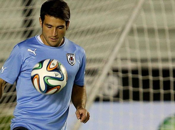 VAMO' ARRIBA. Nicolás Lodeiro hizo todo rápido y muy joven. Ya jugó dos Mundiales, en Europa, en un grande de Uruguay, en dos grandes de Brasil y ahora en Boca. Está por cumplir 26 años y entró a Boca desparramando un fútbol de alto vuelo.