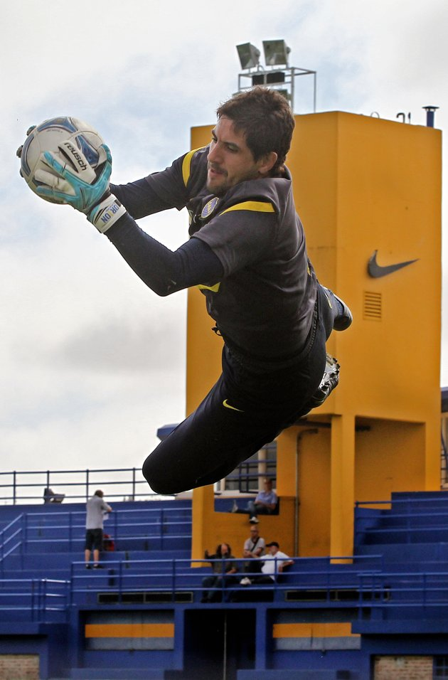 VUELO ALTO. La trayectoria de Agustín Orión está lo suficientemente sustentada en actualidad. Falta en el equipo por haberse jugado el físico para evitar un gol del rival, no por bajas actuaciones. El entrenador sabe que su influencia en el resto es muy importante.