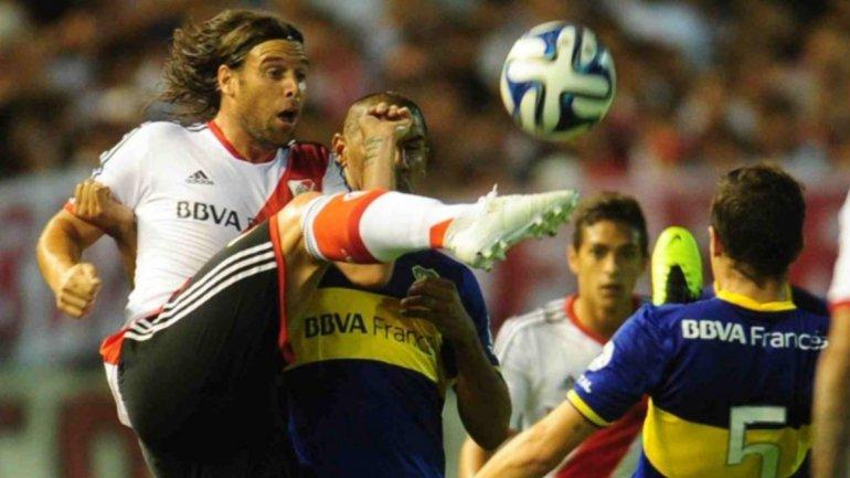 GANADOR. River no ganaba en la Bombonera desde 2004, cuando lo hizo por 1-0 con gol de Cavenaghi. Hasta que no regresó Fernando, el millonario no repitió una victoria en campo enemigo. Fue 2-1, con el recordado gol de cabeza de Ramiro Funes Mori.