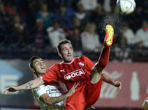 EL DUEÑO. Federico Mancuello es lo único que no se discute hoy en Independiente. El equipo no está en crisis, pero los números no le cierran y su gente no lo perdona.
