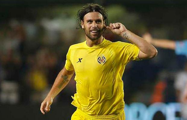 EXILIO DE LUJO. Después de que Matías Almeida prescindiera de él tras el ascenso, Cavenaghi se fue a jugar al Villarreal, en ese momento en la Segunda División del fútbol español. No le fue bien. Hizo pocos goles y el Submarino Amarillo prefirió no continuar con el convenio.