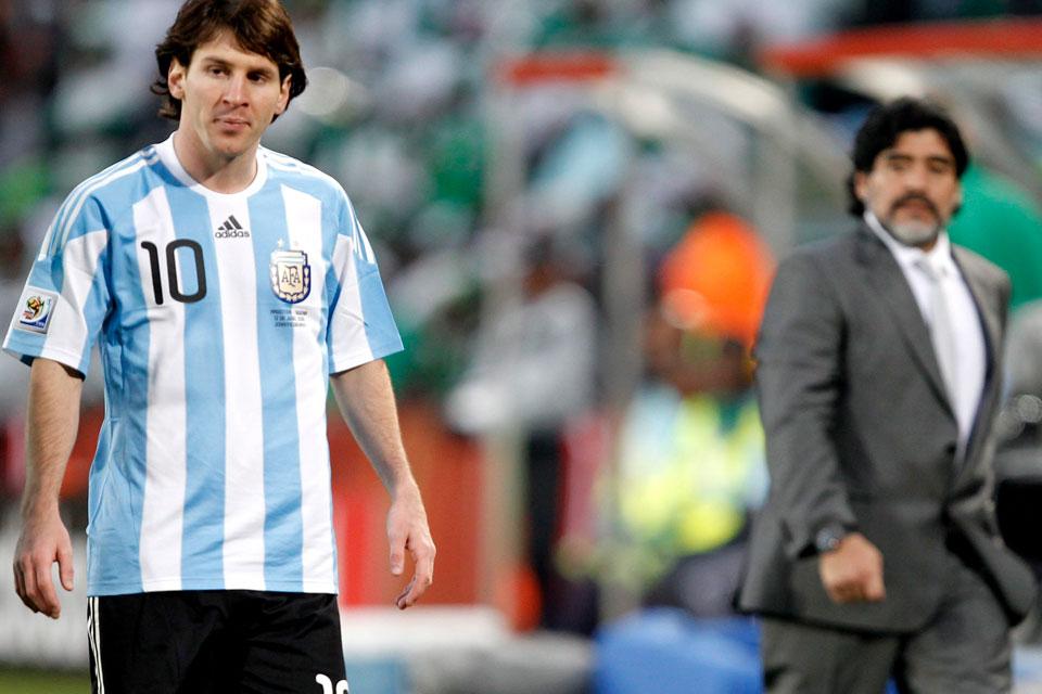 EL 10 Y LA 10. Como si fuera un designio histórico, quien le asignó la 10 de la Selección a Messi fue Maradona, en su paso como DT entre 2009 y 2010.