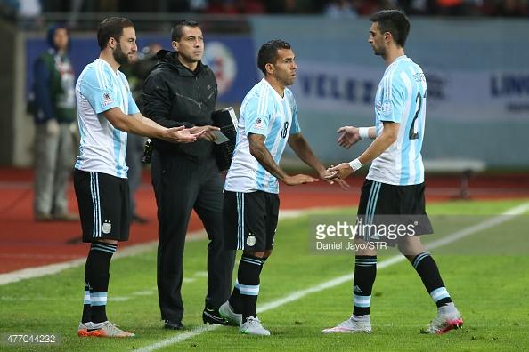 CAMBIOS. Es el momento del ingreso de Tevez por Pastore e Higuain por Agüero. El volante del PSG salió en el momento menos indicado, pero ahora se piensa en él como una de las opciones para ser reemplazado por Biglia.