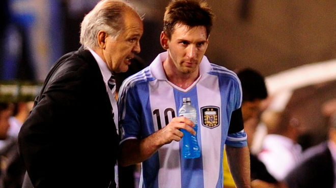 CAPITÁN. Sabella le devolvió el placer de jugar en la Selección y le dio la cinta de capitán. Si bien a Leo no le gustó mucho el planteo final del Mundial, respeta mucho a Alejandro.