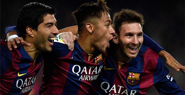 EL TRIO MÁS MENTADO. Luis Suárez, Neymar y Leo Messi festejan uno de sus tantos goles. Leo es claramente el líder de esta sociedad y del equipo. Los tres le dieron al Barcelona una nueva fisonomía. Es un equipo mas vertical y brutal a la hora de resolver en el arco rival.