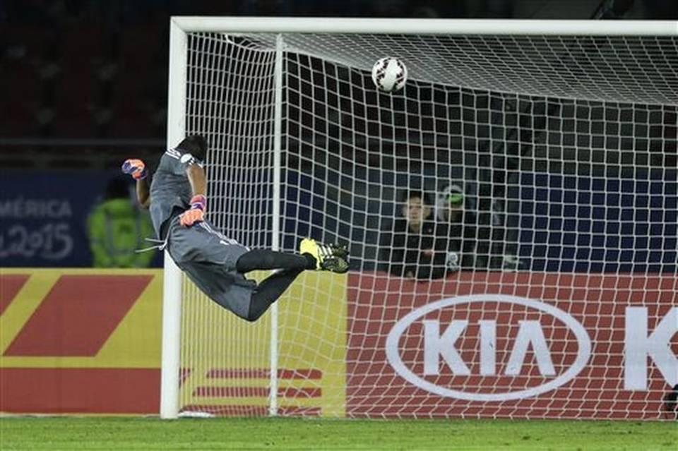 GOLAZO. El arquero volando y la pelota entrando. Tremendo remate de Haedo Valdez, vuelo espectacular pero infructuoso de Romero. Paraguay se ponía 1-2. El partido había cambiado, pero Martino no lo percibió en la dimensión exacta.