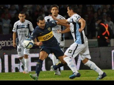 """""""¡ESTÁS RODEADO!"""" Tevez jugó así, rodeado de camisetas rivales. Esta tendencia creció cuando Boca quedó con nueve. El cuadro de Carlitos se llevó tres puntos valiosísimos de Córdoba."""