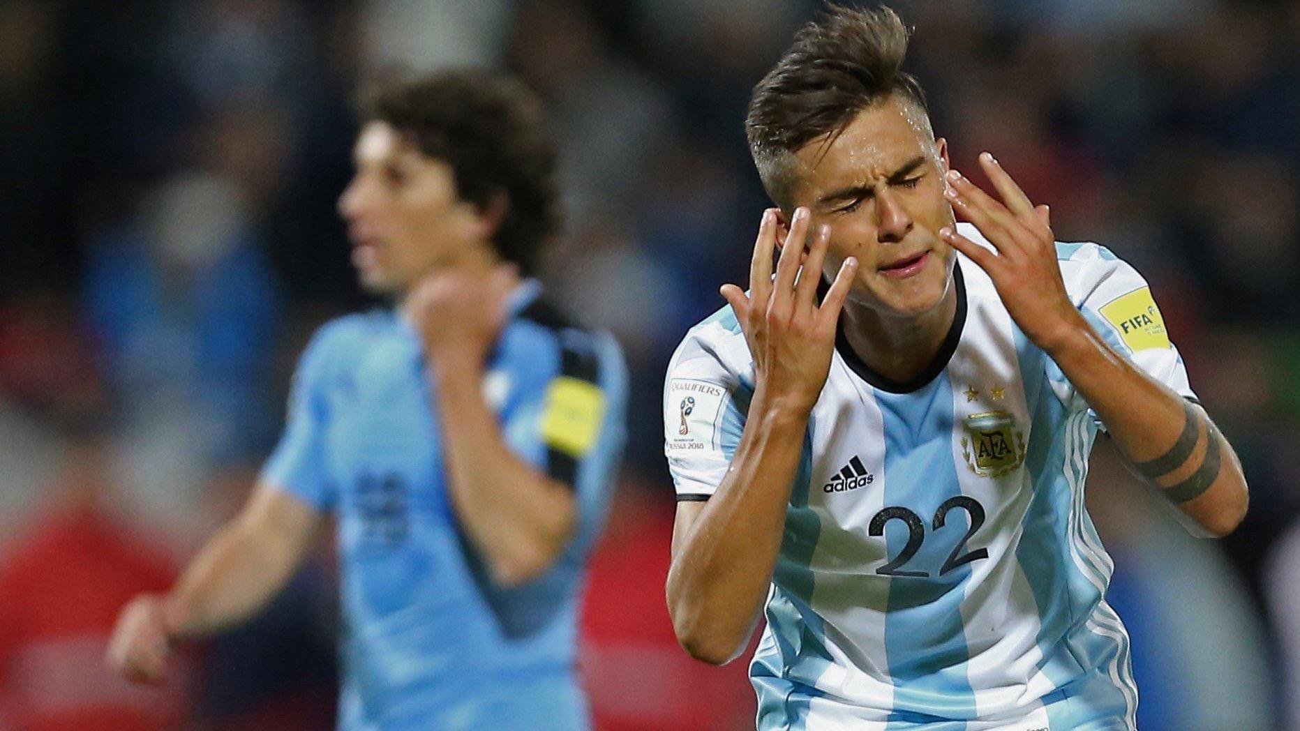 DYBALA. El remate del pibe argentino de la Juve ya dio en el palo izquierdo de Muslera. Hizo un muy buen primer tiempo y se mostró como el más claro socio de Messi. Su disparatada expulsión nos privó de verlo mas tiempo.